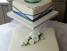Two-tier-blue-ribbons