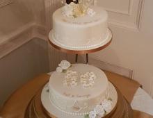 2-tier-golden-wedding-Anniversary