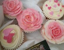 Pink-flowery-cupcakes