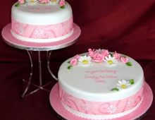 christening-2-tier-pink-roses-daisies