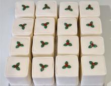 Individual-Christmas-cakes