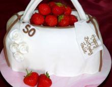 hand-bag-strawberries