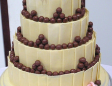 chocolate-stacked-malteesers