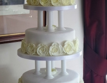 3-tiers-cream-icing-roses