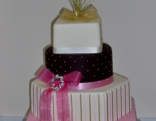 spots-stripes-show-cake