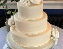 3-tier-stack-large-roses