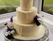 Buttercream-coating-three-tiers