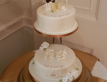 2-tier-golden-wedding-Anniversary
