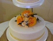 2-tier-round-yellow-roses