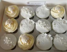 30-Anniversary-cupcakes