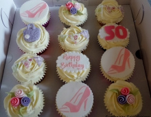 50-cup-cakes-girl
