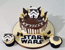 Child-birthday-cake-cupcakes