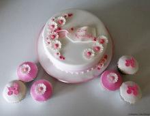Pink-cake-cupcakes