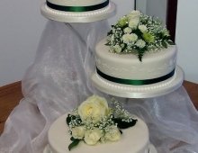 3-tier-fine-icing-flowers