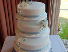 Blue-tiered-flowers