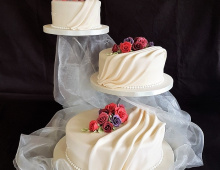 Tiered-drapes-flowers