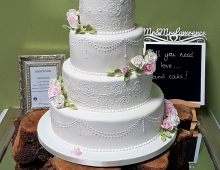 Classic-icing-fine-detailing-loops