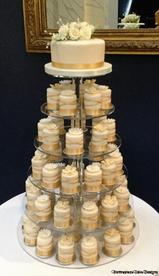 individual small wedding cakes individual wedding cakes isle of wight wedding cake 16431