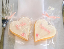Favours-bride-groom-setting