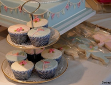 bunting-cup-cakes