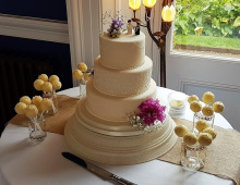 Stacked-piping-detailing-cake-pop